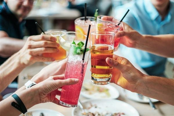 世界首个!新加坡禁高糖饮料广告:为减少老龄化人口疾病