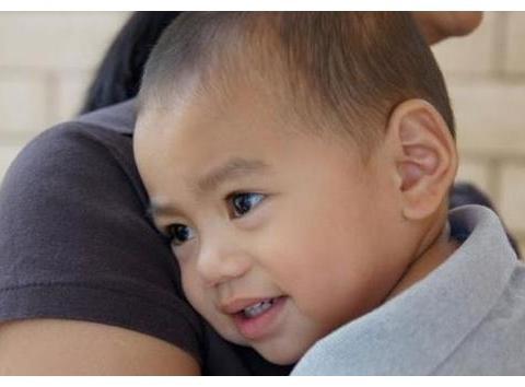 宝宝不擅交际怎么办?三个小方法,轻松培养宝宝社交技巧