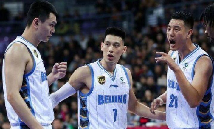 是什么原因,让北京首钢队常林和广厦教练李春江同时被驱逐?
