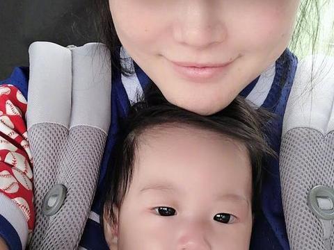 冉莹颖首次曝光素颜与三胎合照,网友:怎么没遗传双眼皮