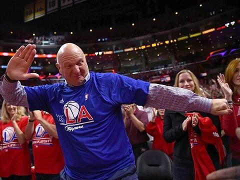 鲍尔默身家517亿美金,全美体育界第一,那篮网老板蔡崇信排第几?