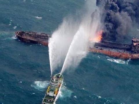 轰的一声!多枚导弹击中伊朗油轮,德黑兰:不排除恐怖袭击
