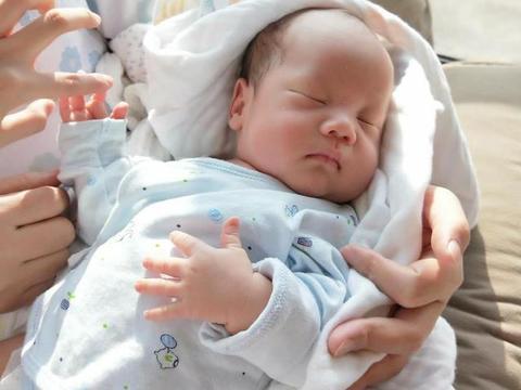 新生宝宝的睡眠和穿衣护理知识,新手爸妈要知道
