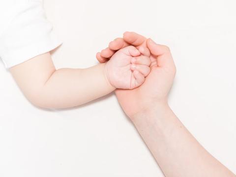 宝宝指甲会说话:白斑,变色,凹凸不平,倒刺可能都和饮食有关