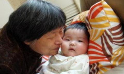 5个月宝宝急性肾水肿,背后是奶奶育儿的旧法,科学养娃才正确