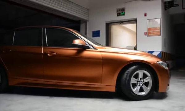 视频:宝马3系 电光金属烈焰橙完工交车