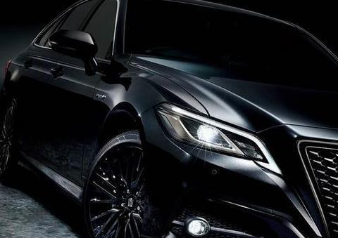 丰田皇冠又有新款上市!外观动感超亚洲龙,搭2.5L混动+四驱