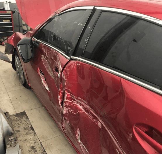 4S店偶遇阿特兹重大事故车?网友:还有人说日系车是纸糊的而后几人又转到了海澜之家吗