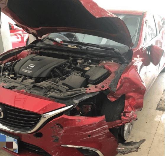4S店偶遇阿特兹重大事故车?网友:还有人说日至此系车是纸糊的吗