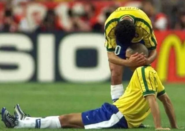 法国世界杯的巴西队医结束了21年禁赛期,他依旧坚称罗纳尔多没错