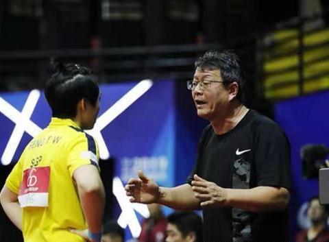 吴敬平为什么出外执教,二十几年不享受国家队待遇,没有分房资格