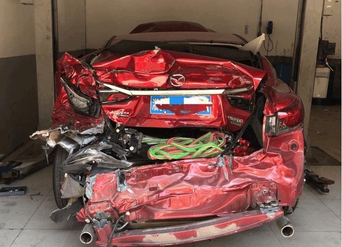 4S店偶遇阿特兹重大身体事故车?网友:还有人说日系车是纸糊的局面吗