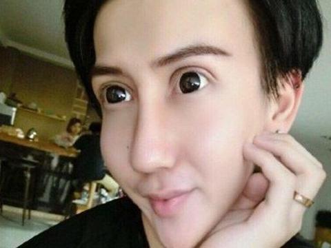 """还记得""""蛇精男""""刘梓晨吗?两年过去变油腻大叔,这形象辣眼睛"""