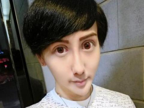 蛇精男刘梓晨被封杀后,如今再次大变脸,网友:和张大大长得好像