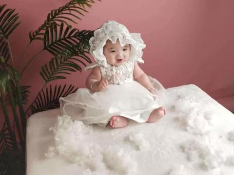 婴儿有这些表现说明该喝水了,即使是母乳喂养的也得喝可别忽视了