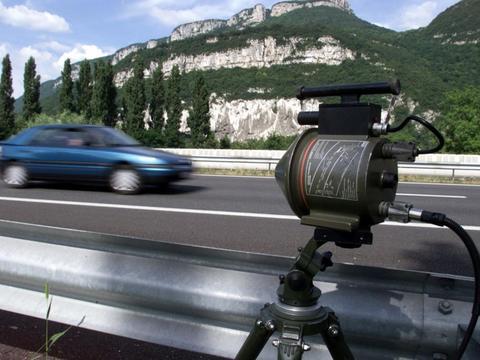 加拿大男子巴黎租车一天自驾游,回国后却收到27张超速罚单
