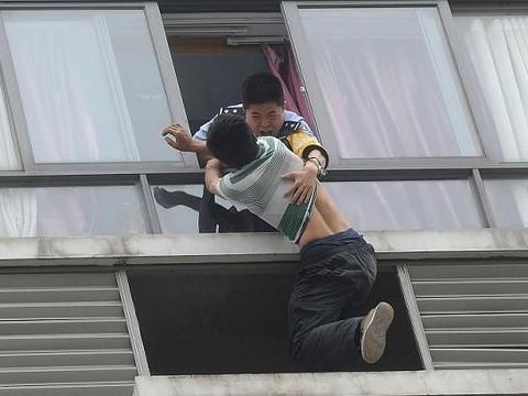 南京211高校学生跳楼自杀,跳楼原因引人深思