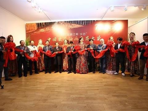 """中国农民油画家范大荣""""丝路之美·乡恋""""个展在莫斯科举行"""