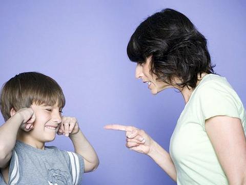 """孩子喜欢说狠话脏话,是""""叛逆敏感期"""",父母要冷处理、适时纠正"""