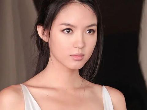 世界第一美的张梓琳有多美?水中的她如清水芙蓉,天生丽质