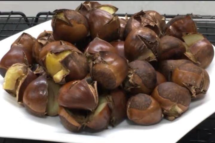 这种方法炒的板栗,果肉轻松与壳分离,果肉绵软,吃到嘴中很香