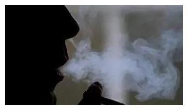 """宝宝湿疹老是反复,有人却还在说""""抽根烟怎么了?"""""""