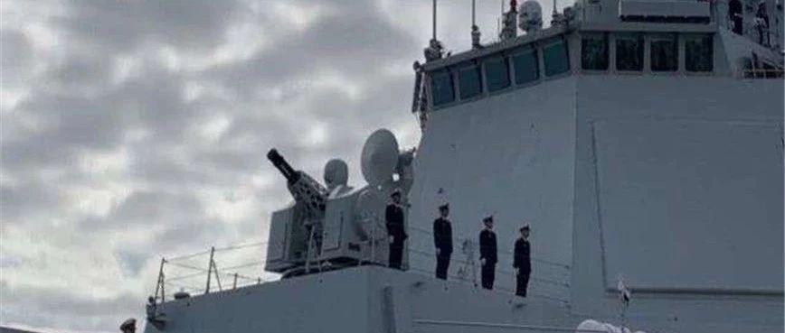 来而不往非礼也,中方军舰12年首次出现在日本码头,岸上聚集大批华人