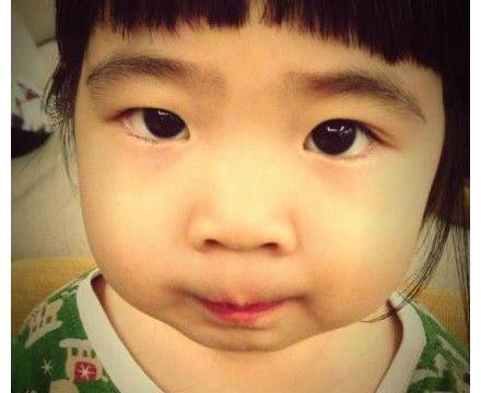 """有一种逆袭叫曹格女儿,小时候包子脸的""""姐姐"""",长大以后认不出"""