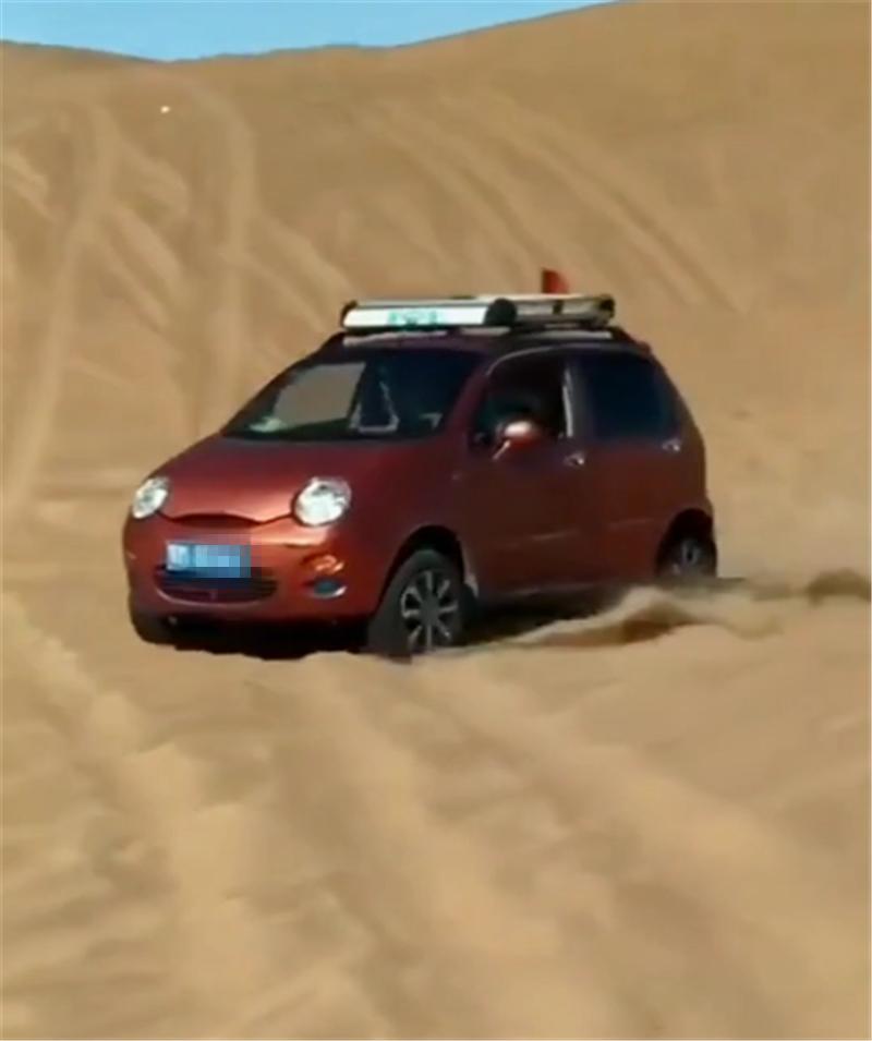 4万比亚迪沙中随意开,胎压未降,也没改沙地胎,但只限平地沙漠