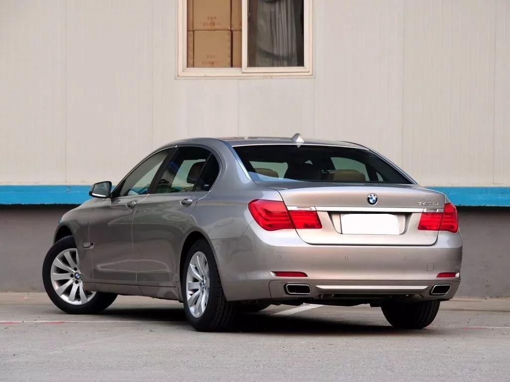 国外网友晒6门加长版宝马豪车,价值800万,全球仅有一台!