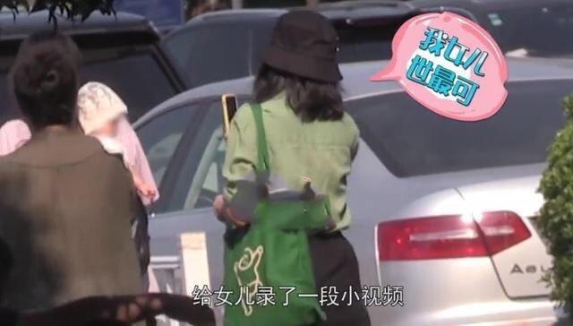 高圆圆首度带女儿外出,探班赵又廷的甜蜜之外,她的苗条更抢眼
