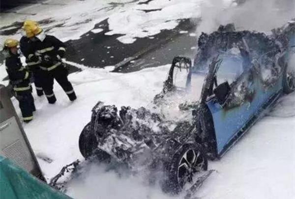 都说电动汽车、老车容易起火,自燃险到底有没有必要买?