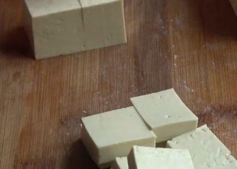 豆腐好吃有诀窍,学会了这个特色做法,营养美味,一大盘不够吃