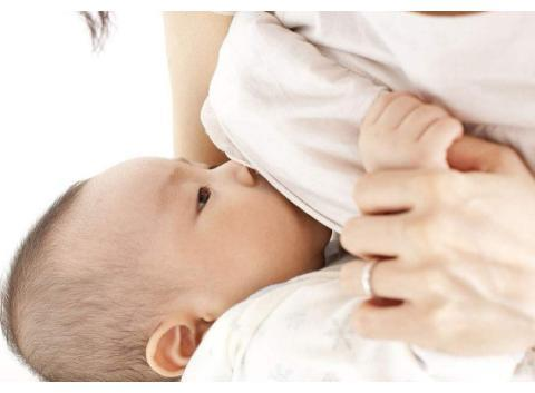 """识别母乳喂养的两大""""陷阱"""",利用三个方法让母乳喂养更轻松"""