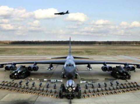 携带着两枚氢弹的B-52,却遭遇空中解体,差点毁灭半个美国!
