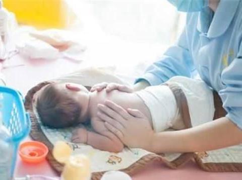 如果家人都不懂如何照顾新生儿,做月子是请月嫂还是去月子中心