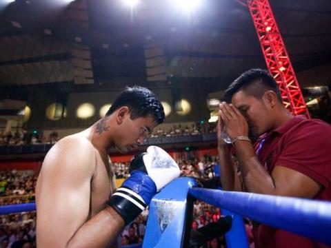 泰拳王隆拉威为爱而战,三回合击败匈牙利名将帕特里克!