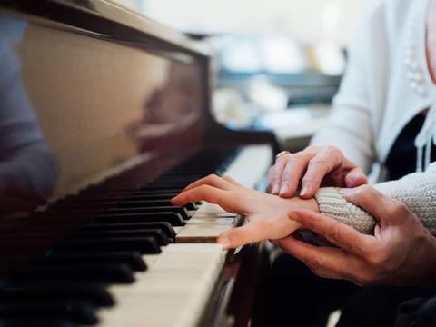琴行为什么需要有新老师的存在?