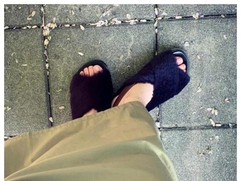 杨丞琳结婚后多幸福?穿拖鞋出去散步,光是和老公晒太阳都很开心
