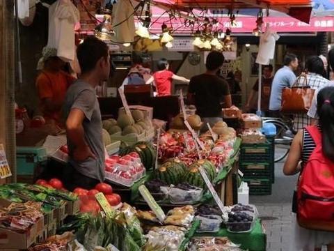 在中国这种东西非常的昂贵,但在越南不算什么,越南游客感到疑惑
