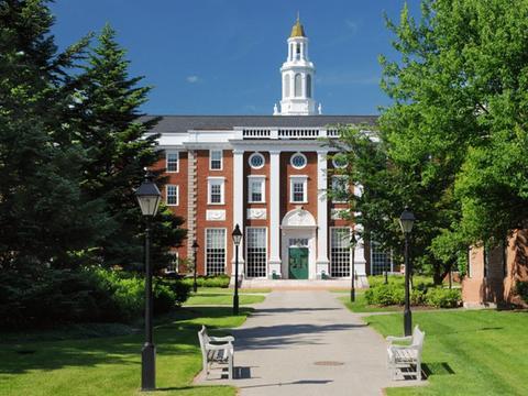 哈佛大学从一年级起就观察学生,公司也会派人去研究学生!