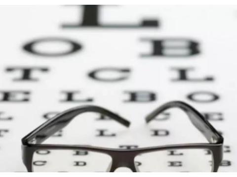 我国近视人口数量达6亿:幼龄化趋势明显,没有眼镜什么都干不了