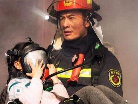 杜江,黄晓明后,又一年轻奶爸饰演消防员,剧照曝光,帅到不敢认