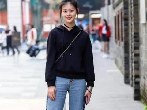 气质华丽的美丽女孩,一条长款的连衣长裙十分展示高挑的身材