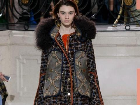 普通简单的时尚款,有效增加了整体款式的设计感