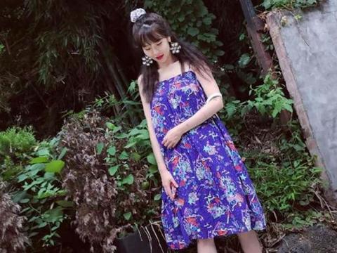 金泫雅穿碎花裙配花耳环,保守又低调的样子超可爱