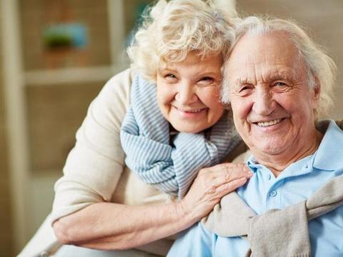 极光口腔:牙齿脱落?老年人要注意哪些?