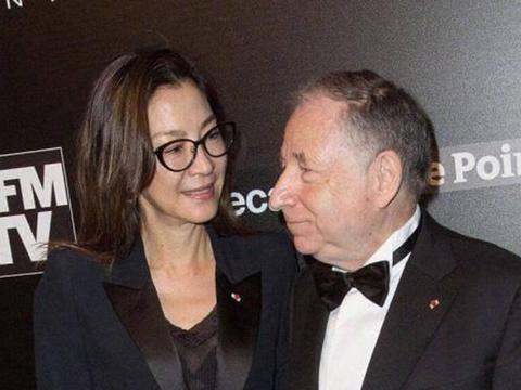 57岁杨紫琼近照曝光,与73岁富商未婚夫晒豪车素颜出镜,气质优雅