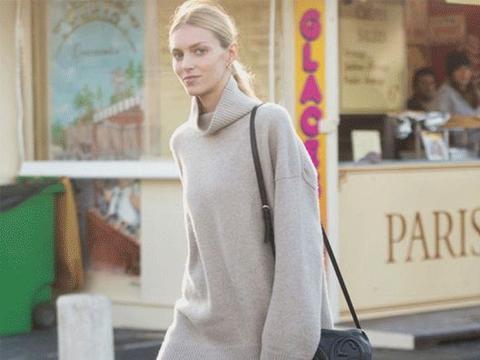 今年毛衣流行穿大件的,遮肉显瘦又保暖