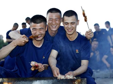 消防员新训时光:最苦最累 有别人体会不到的幸福